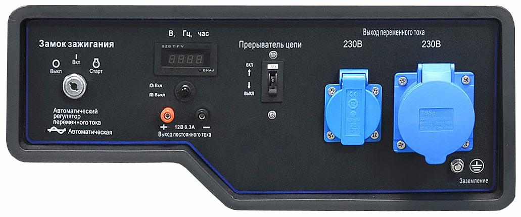Обычная и силовая розетки на 220 Вольт на панели управления генератора